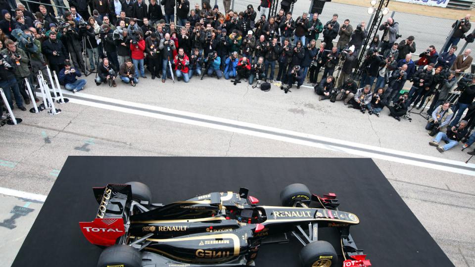 2011_lotus_renault_gp_r31_f1_race_car_01