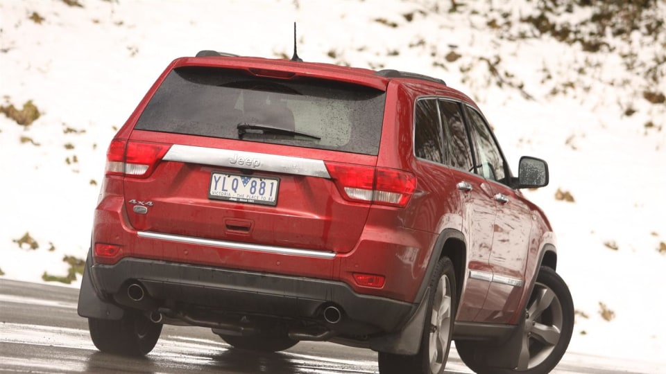 2011_jeep_grand_cherokee_overland_v8_review_15