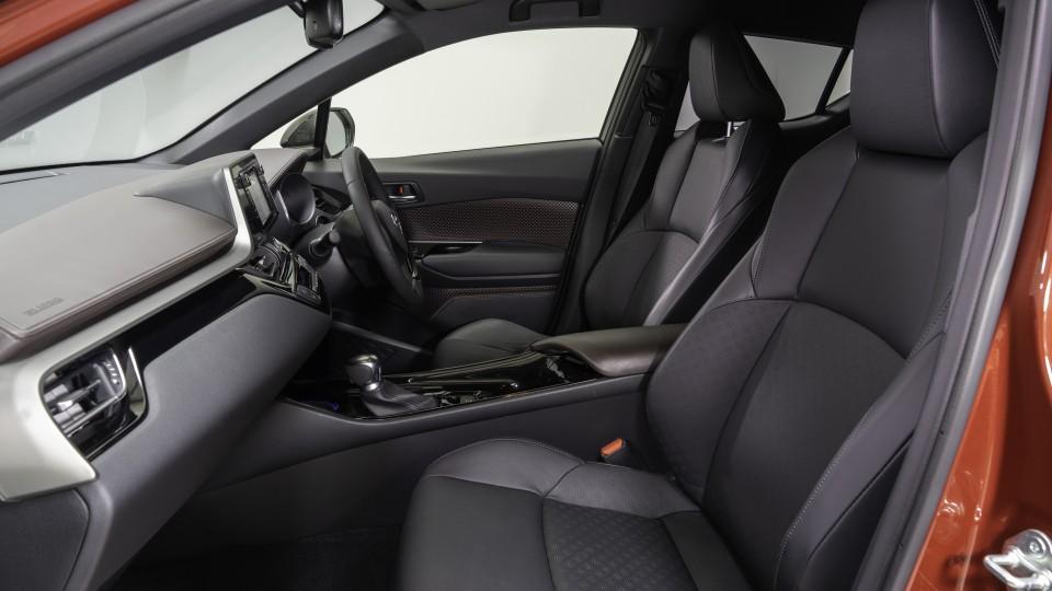 Toyota C-HR v Suzuki Vitara Turbo Head-to-Head-1