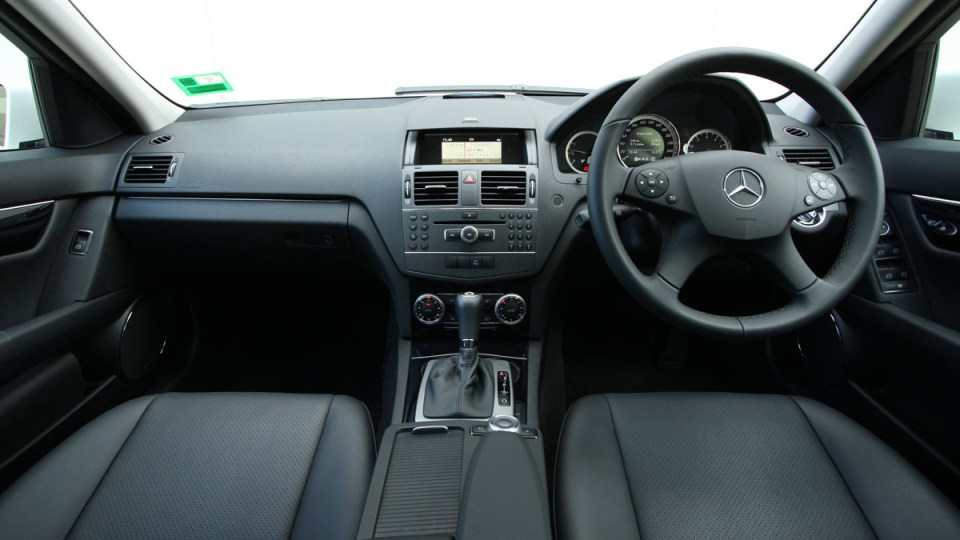 2010_mercedes_benz_c200_cgi_interior_roadtest_review_006