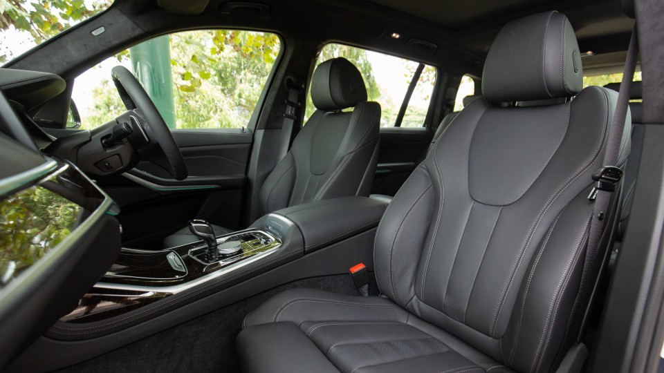 Drive Car of the Year Best Upper Large Luxury SUV 2021 BMW X7 front seating