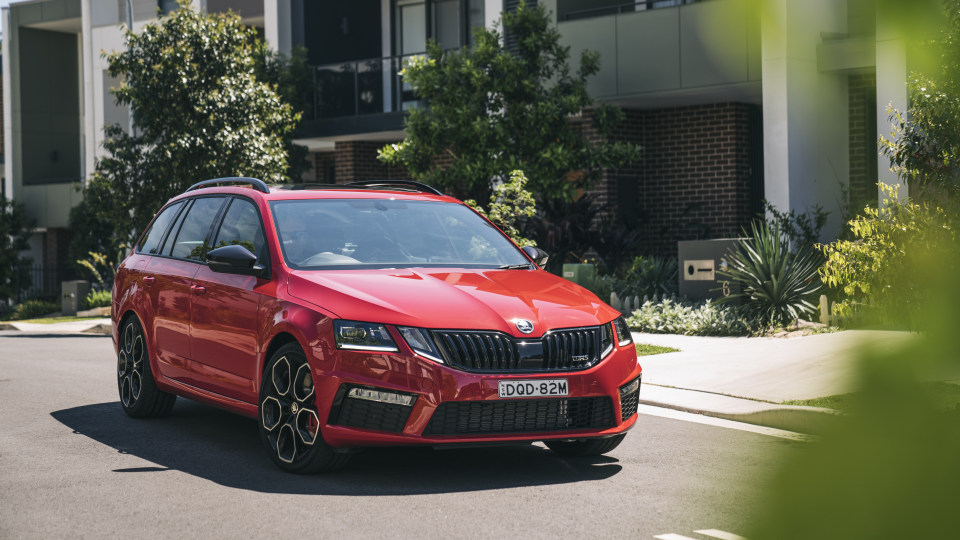 Skoda Octavia RS updated with more gear