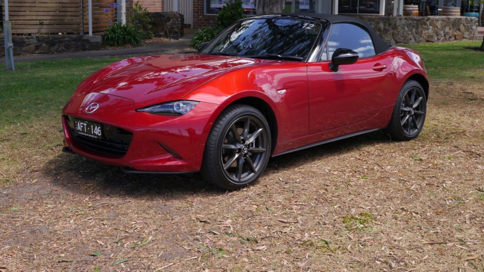 Mazda MX-5 2.0 Litre Review | Roadster And Roadster GT – More Grunt For Mazda's Pint-Sized Drop-Top