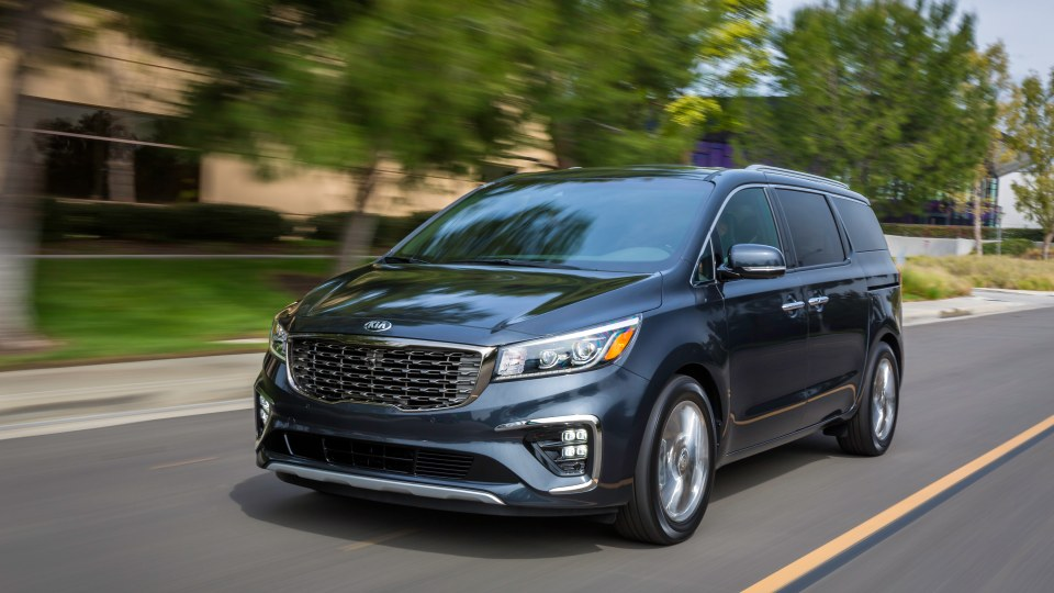 Kia unveils facelifted Carnival