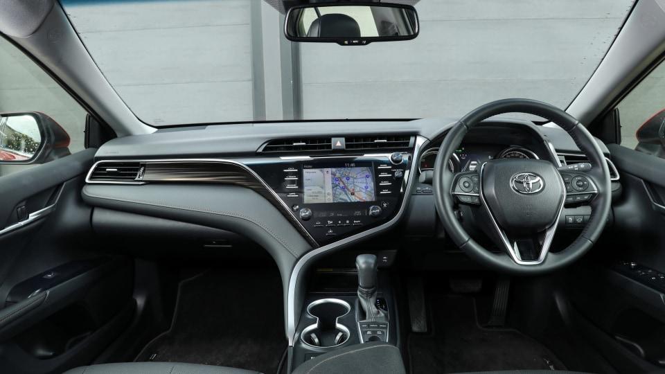 2020 Toyota Camry SL hybrid review-1
