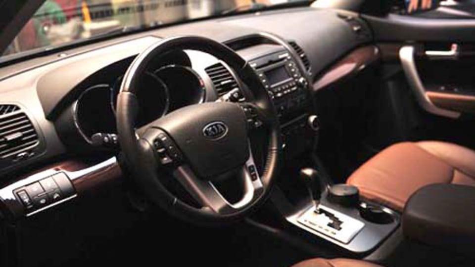 2010 Kia Sorento interior spy images