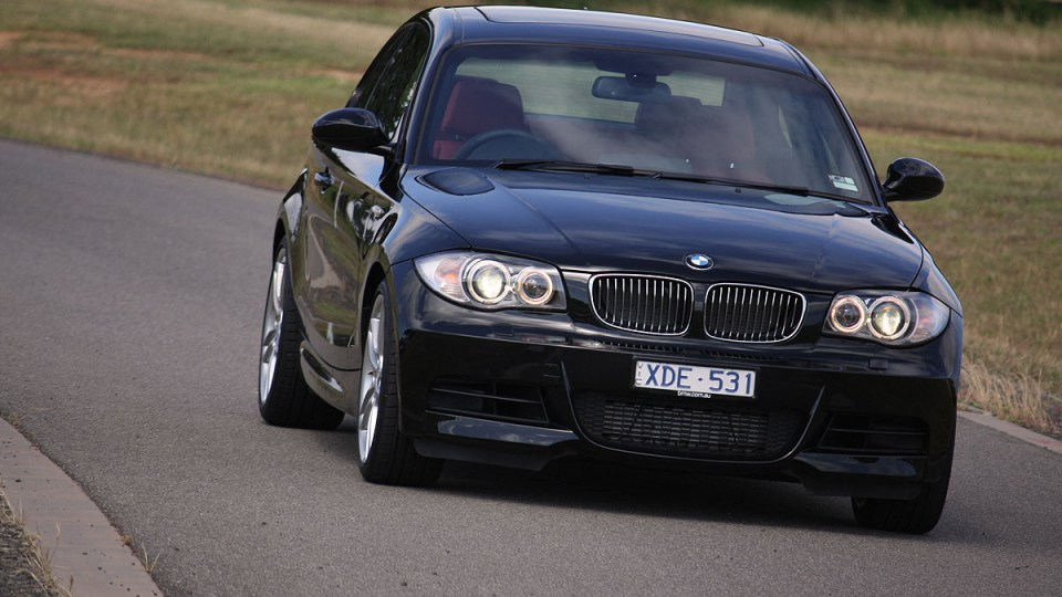 2010_bmw_135i_road_test_review_14