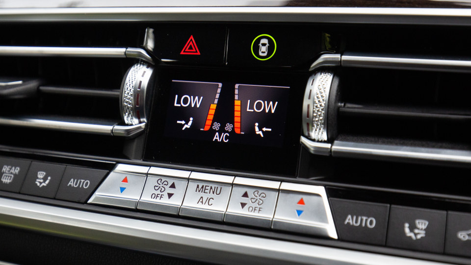 Drive Car of the Year Best Upper Large Luxury SUV 2021 BMW X7 air-con