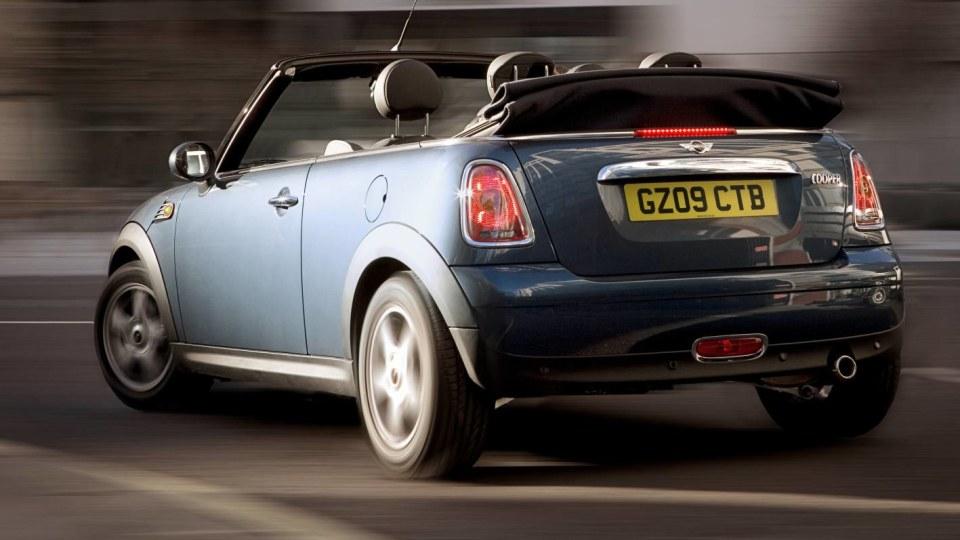 2009-mini-cooper-s-cabrio-005.jpg