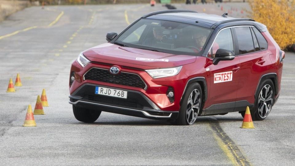 2021 Toyota RAV4 plug-in hybrid fails emergency swerve test