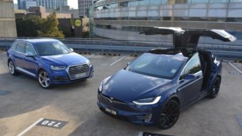 Audi SQ7 v Tesla Model X P100D