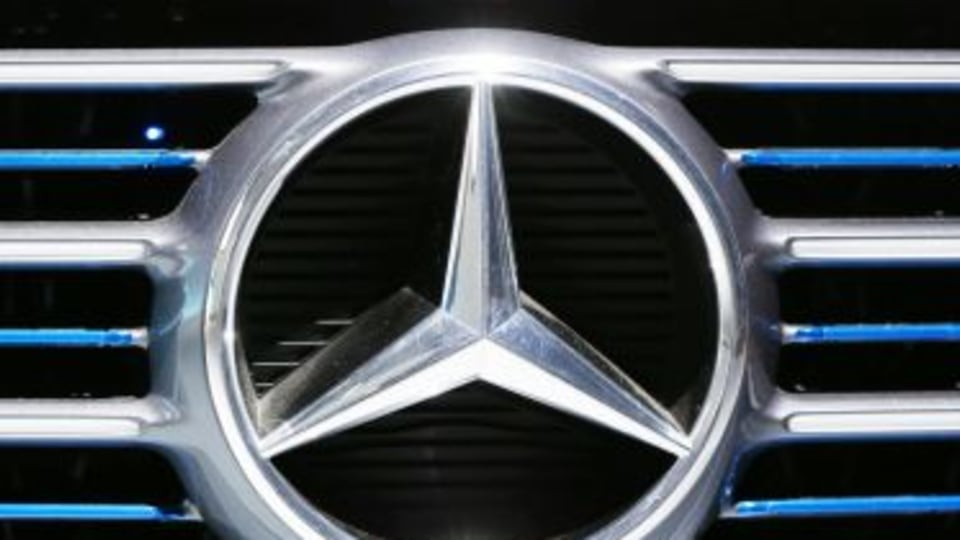 German prosecutors search Daimler offices in diesel emissions inquiry
