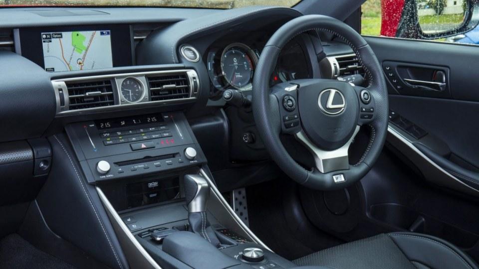 Lexus IS200t.