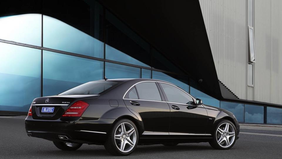 2011_mercedes_benz_s_class_sedan_csr_04