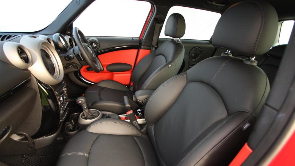2011_mini_cooper_s_countryman_all4_roadtest_review_51