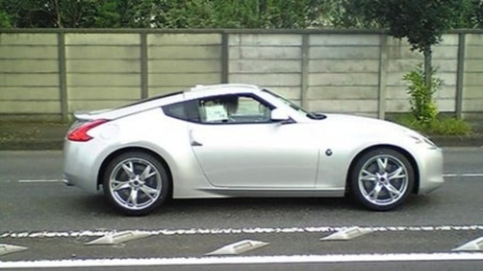 Nissan 370Z Spotted In Red, White, Black