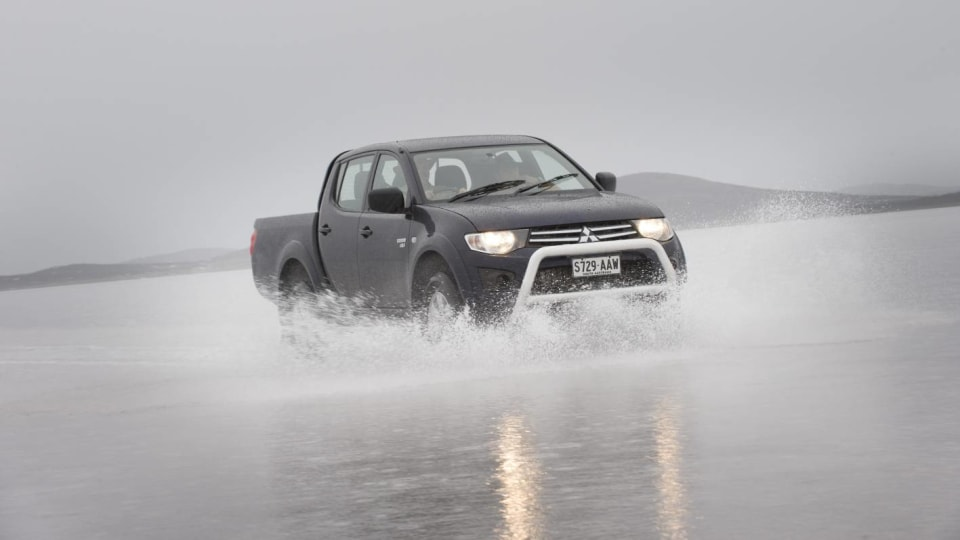 2010_mitsubishi_triton_07_driving_on_ice