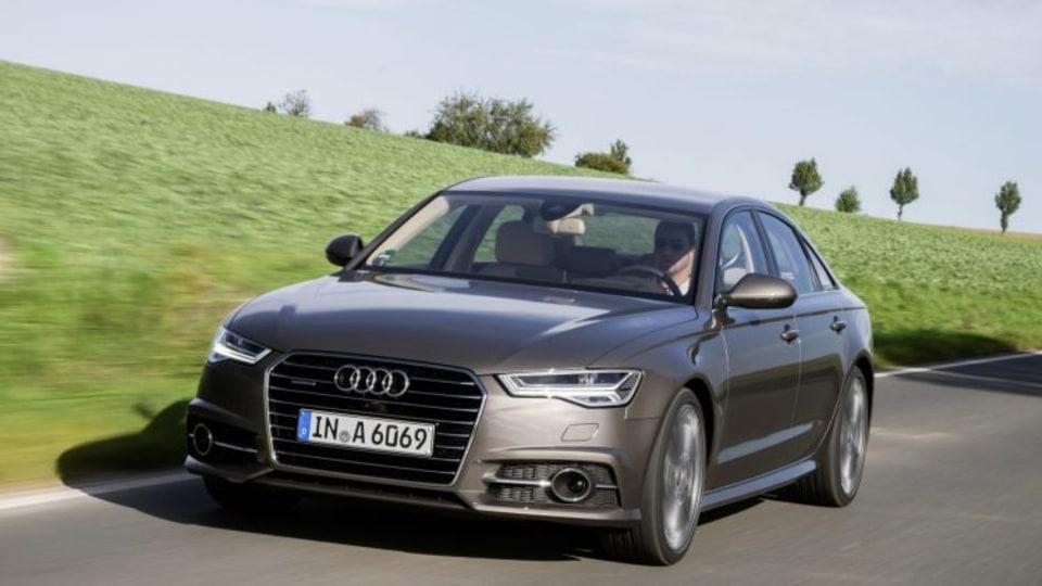 Fahraufnahme     Farbe: Dakotagrau    Verbrauchsangaben Audi A6 Limousine:Kraftstoffverbrauch kombiniert in l/100 km: 7,6 – 4,2;CO2-Emission kombiniert in g/km: 177 – 109   2015 Audi A6