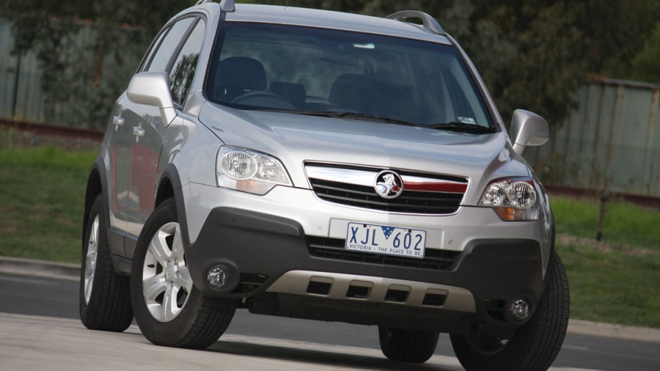 2010_holden_captiva_5_manual_road_test_review_01