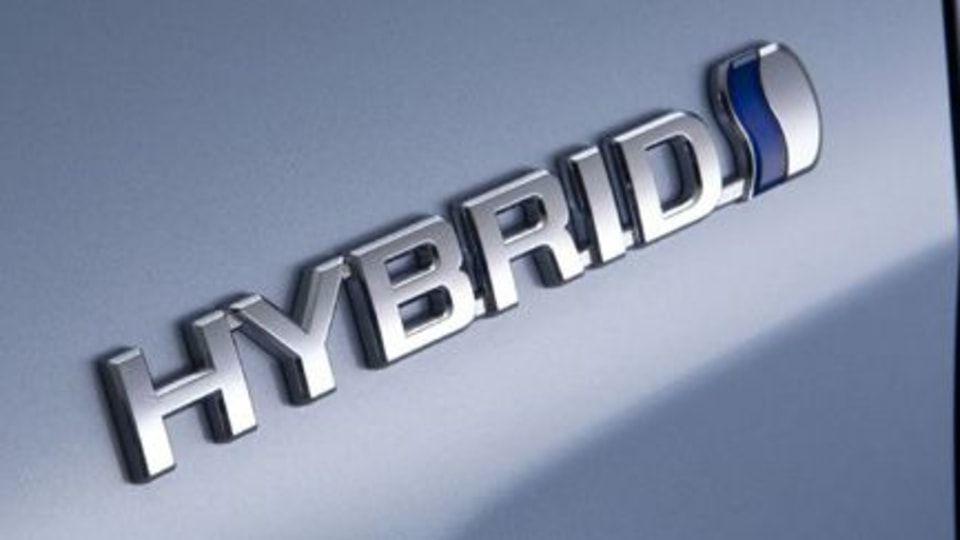 Toyota to bring two new hybrids to Detroit show