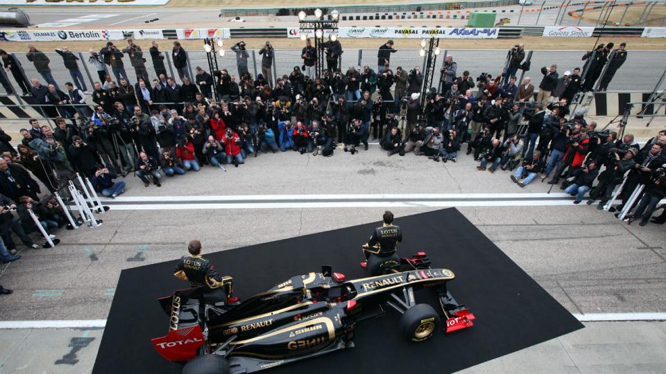 2011_lotus_renault_gp_r31_f1_race_car_02