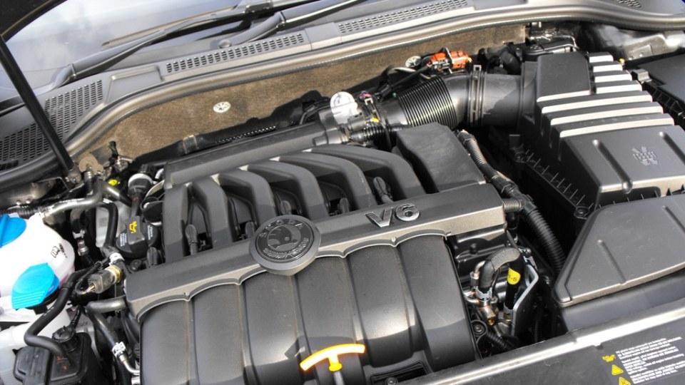 2009-skoda-superb-engine-002.jpg