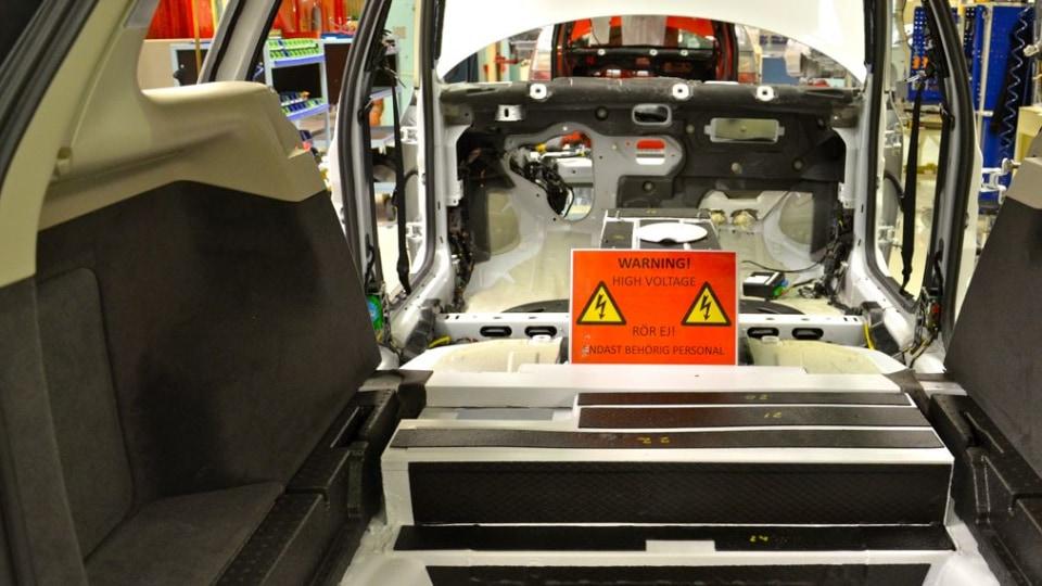 2011_saab_9_3_e_power_test_fleet_factory_05