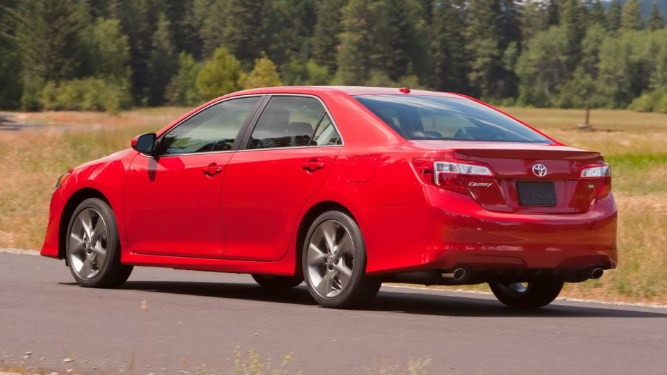 2012_toyota_camry_official_overseas_06