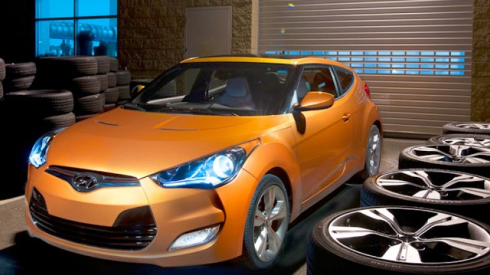 Hyundai has unveiled its new Veloster three-door coupe at the Detroit motor show.