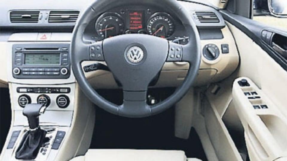 Volkswagen Passat 2.0 TFSI interior