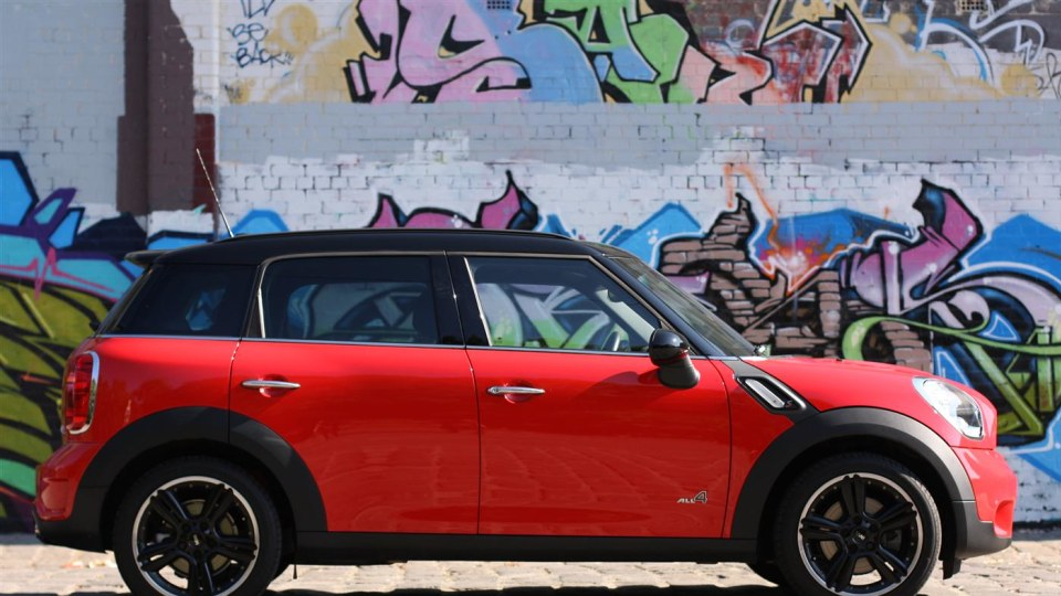 2011_mini_cooper_s_countryman_all4_roadtest_review_22