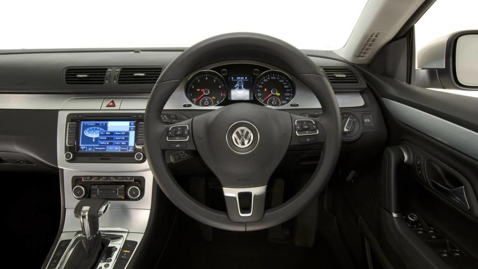 2009_volkswagen_passat-cc_road-test-review_03.jpg