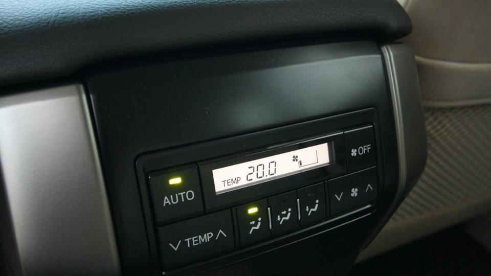 2010_toyota_prado_gxl_roadtest_review_interior_015