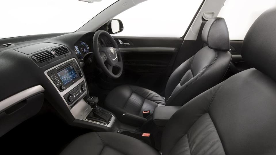 2011_skoda_octavia_sedan_csr_05