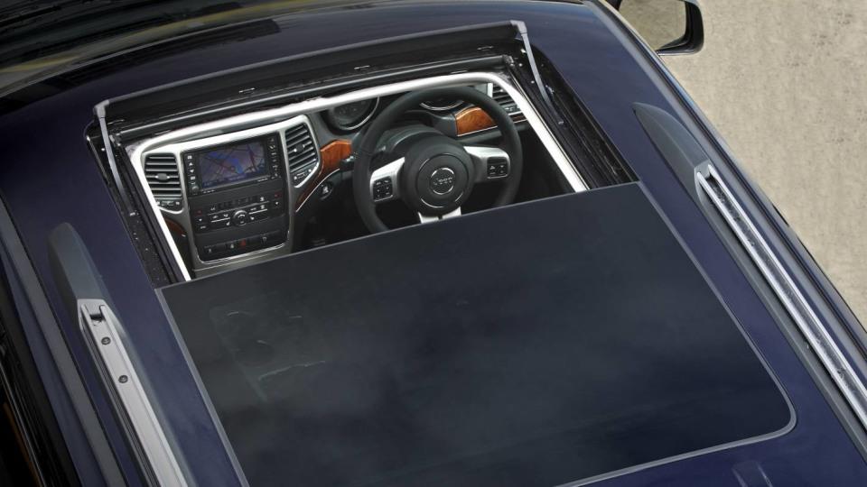 2011_jeep_grand_cherokee_diesel_review_16