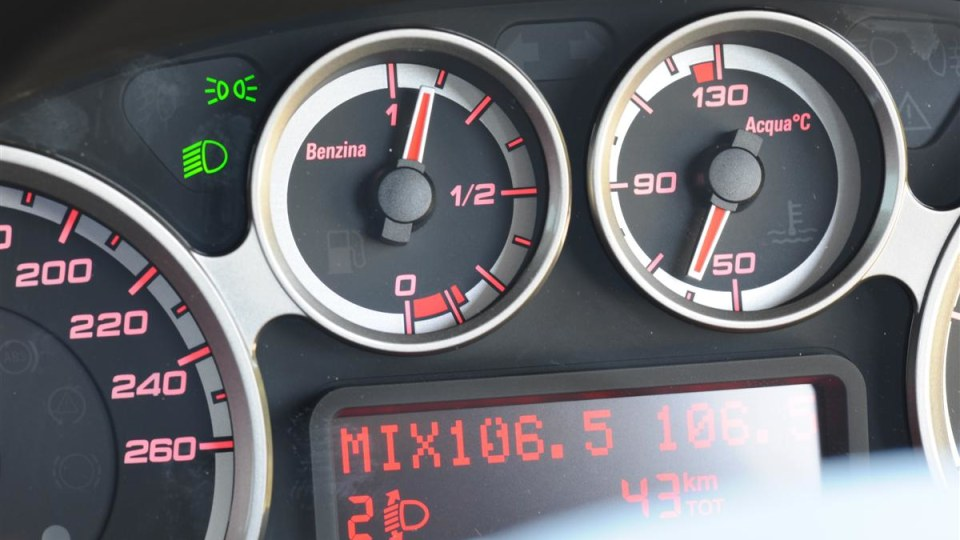 2010_alfa-romeo_mito_road-test_review_20.jpg