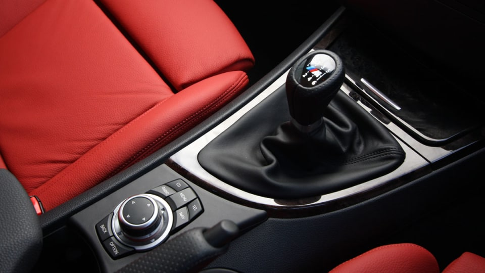 2010_bmw_135i_road_test_review_interior_09