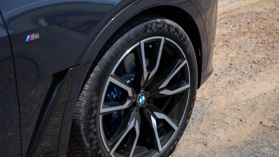 Drive Car of the Year Best Upper Large Luxury SUV 2021 BMW X7 wheel