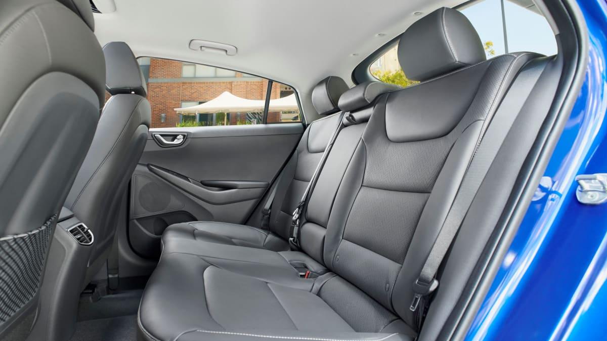 Hyundai Ioniq 2018 new car review-1