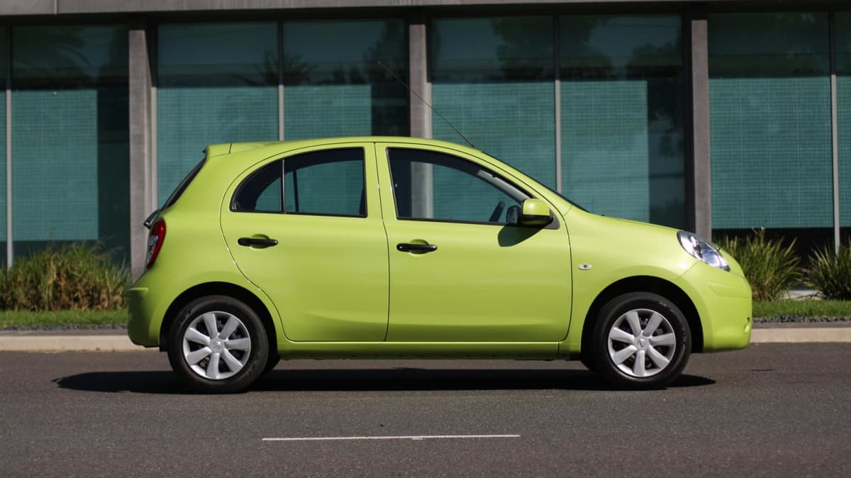 2011_nissan_micra_st_road_test_review_12