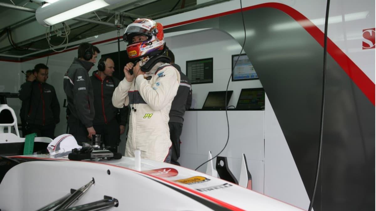 2011_sauber_c30_ferrari_f1_race_car_03