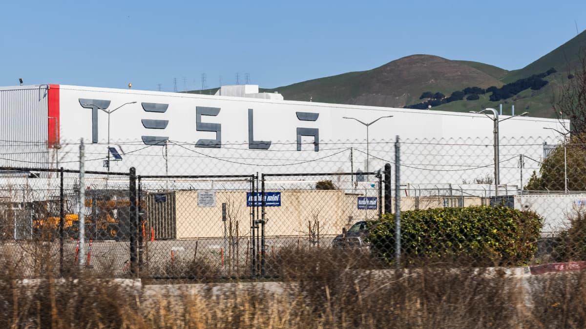 "Bigger, longer-lasting Tesla batteries are ""not far"" away, Elon Musk claims"