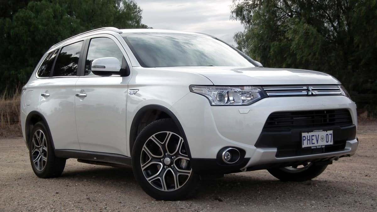 Mitsubishi Outlander PHEV Aspire 'Highway Travel' Review