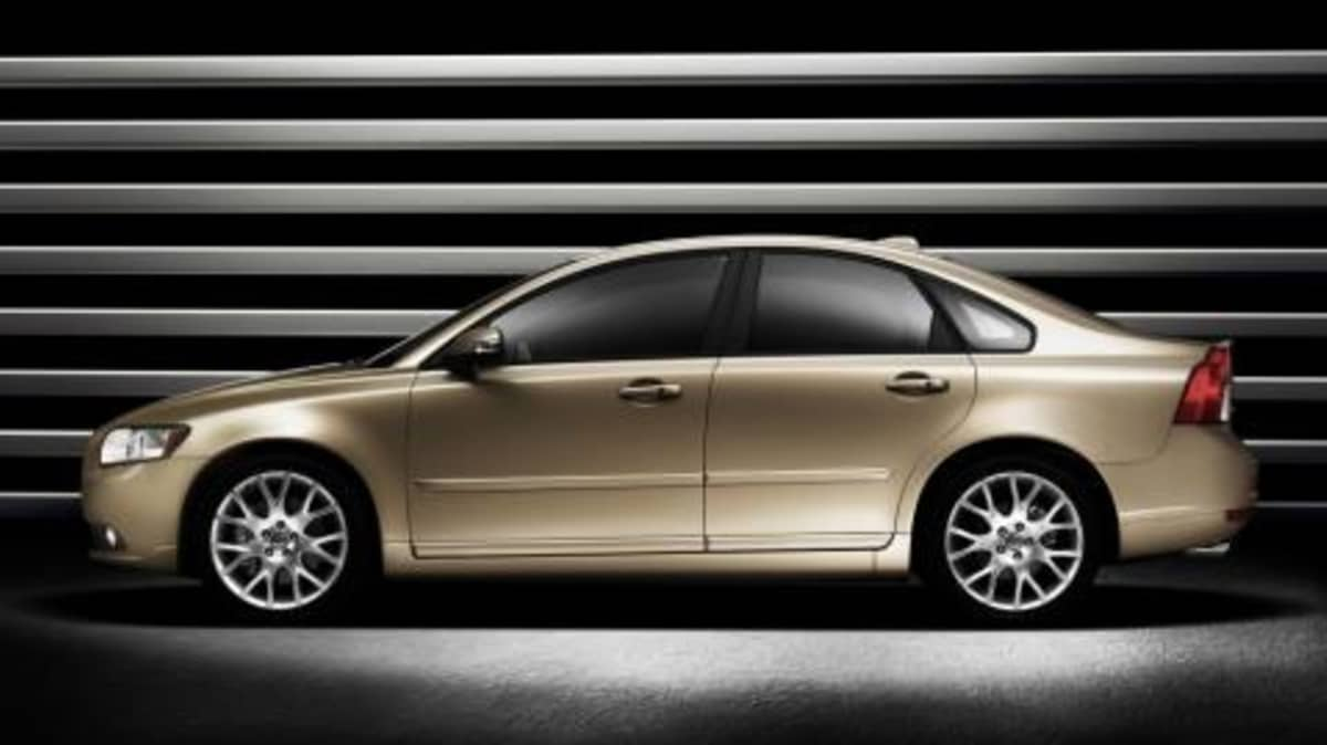 Volvo updates S40 and V50 for 2008