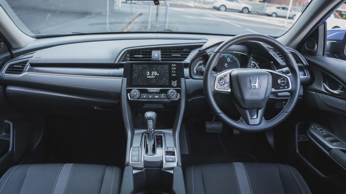2019 Honda Civic VTi-L sedan review-1