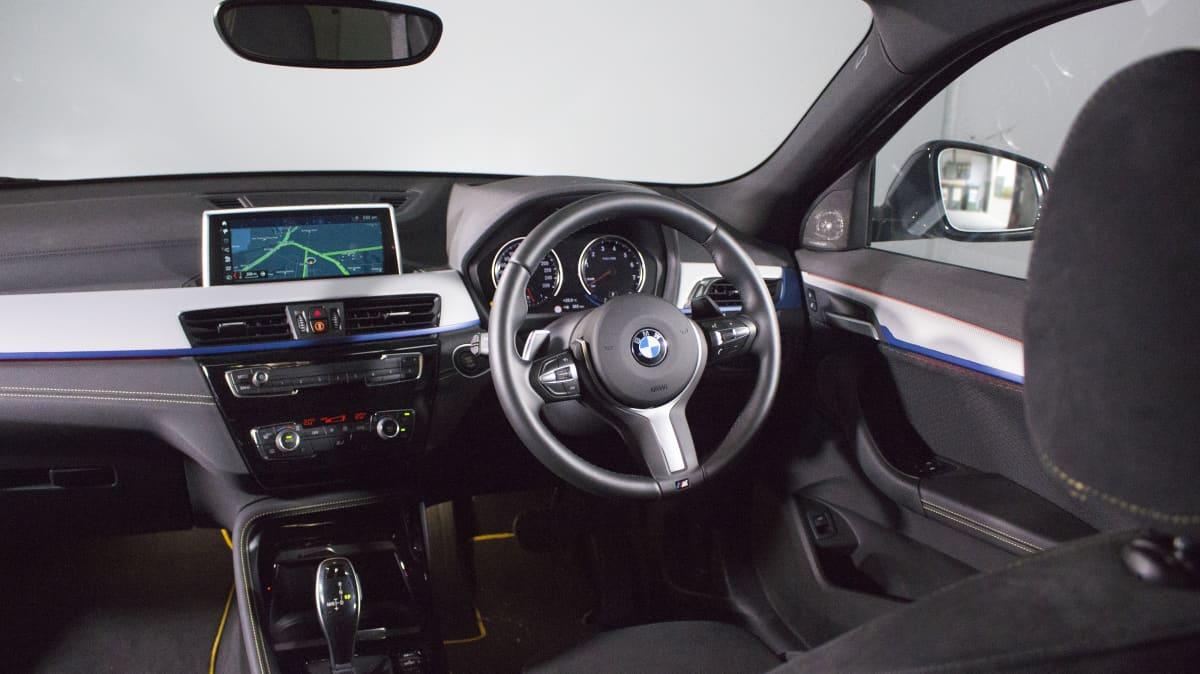 BMW X2.