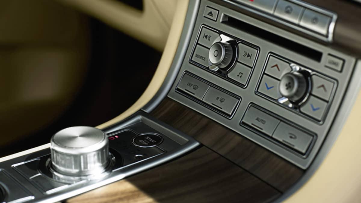 2008-jaguar-xf-tmr-19.jpg