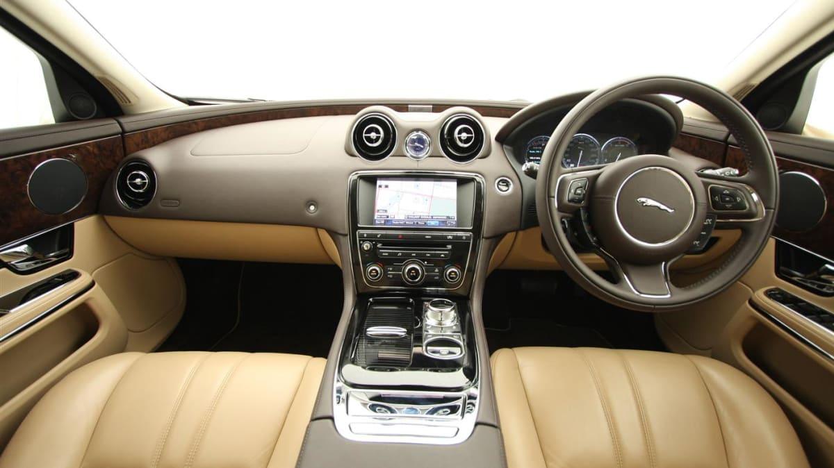 2011_jaguar_xj_diesel_road_test_review_15