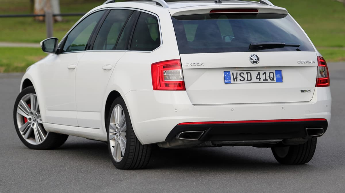 2014_skoda_octavia_rs_162tsi_petrol_auto_review_02