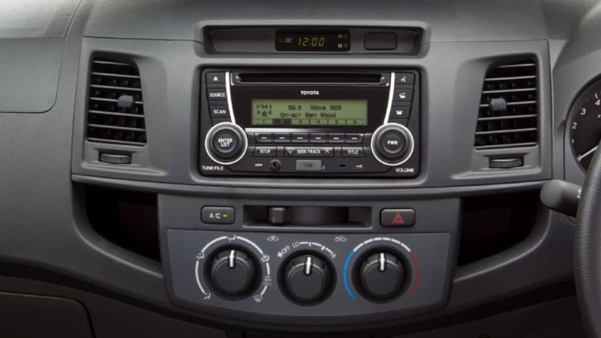 2012_toyota_hilux_road_test_review_25